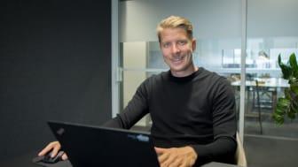 Kai Hartmanin salkussa on 50 Elisan yritysasiakasta, joiden portfoliota kehitetään liiketoimintatarpeita ennakoiden. Kuva: Bookers Group