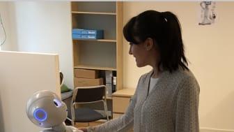 The robot Pepper and researcher Nezhia Akalin, Örebro University