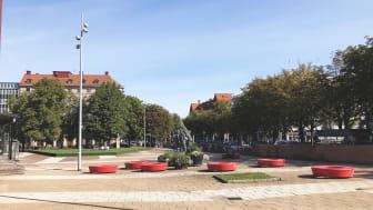 Under kommande veckor samlar park- och naturförvaltningen in synpunkter på hur Olof Palmes plats kan bli mer trivsam, trygg och tillgänglig. Foto: Göteborgs Stad