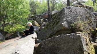 Stora stenblock och spännande natur i Kanaberg, Kalmar kommun. En plats som lockar både stora och små!