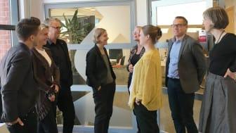 MIljöminister Karolina Skog besöker Trivector för att lära mer om framtidens hållbara transporter.