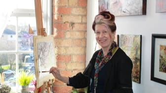 Derby artist painting her way to fundraising success