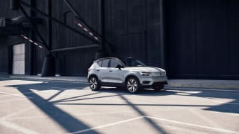 XC40 Recharge P8 AWD in 729 Glacier Silver