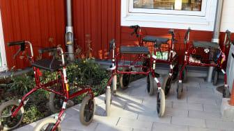 Under normala förhållanden har Trädgårdens äldrecentra ett stort antal besökare dagligen.