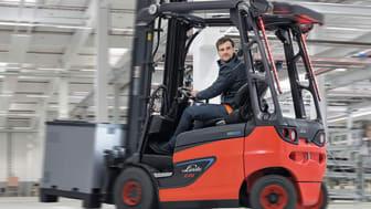 """Med """"den perfekta trucken"""" presenterar Linde Material Handling en specialutgåva av Roadstermodellen med optimal sikt. Ett unikt truckkoncept kombineras med de senaste säkerhetsfunktionerna."""