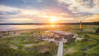 Kvällshäng, god mat, solnedgång och strand - det här är Lillebror. Foto: Stefan Mjellander.