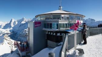 Gipfelgebäude Schilthorn-Piz Gloria vor winterlicher Kulisse