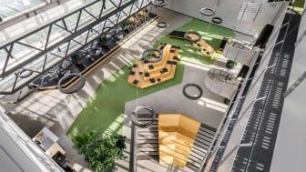 Den publika ljusgården uppgraderades till en unik mötesplats med en specialdesignad sittmöbel.