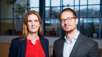 Jenny Cisneros Örnberg och Mikael Rostila vid Institutionen för folkhälsovetenskap. Foto: Vilhelm Stokstad