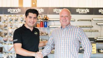Johan Carlos välkomnar Urban Vester, ny försäljningschef på Strands Fordonskomponenter AB
