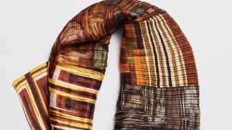 Plisserade sjal, formgivare Susanne Beskow.