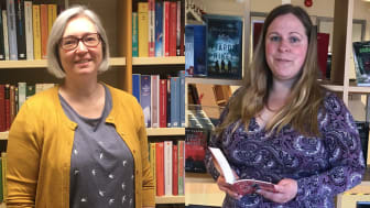 Annika Parbring och Josefin Malefelt är som skolbibliotekarier en pedagogisk resurs för både elever och lärare på Lindeskolan i Lindesberg.