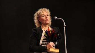 Pia Max-Hansen, Woody Trelleborg, tar emot pris som Årets Företag. Bild från Trelleborgs Kommun.