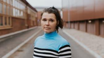 När skådespelaren Aja Rodas var liten satt hennes pappa i fängelse. Nu spelar hon sig själv i en föreställning riktad till mellanstadiebarn.