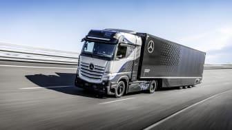 Nu är testerna i full gång av vätedrivna lastbilen Mercedes-Benz GenH2.