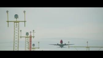 Boeing 737-800 filmet fra bakken