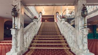 Nya trappan och hissen i lobbyn