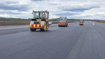 Peab Asfalt belägger start- och landningsbanan på F17 i Kallinge