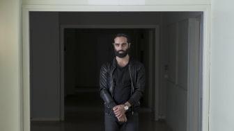 Navid Modiri, Diktatorn, bild 3