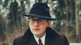 Hur kan man som kille leva 100% retro och bara är 24 år? Här återger GLINDER historian om Samuel som lever som man gjorde på 1940 talet!