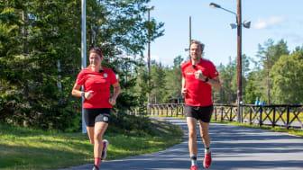 Johan Olsson och Annie Thorén coachar fyra kändisar.
