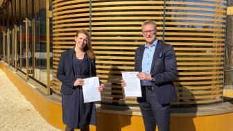Maria Ådahl, vd för Landvetter Södra Utveckling AB och Mats Bergh, vd för Johanneberg Science Park signerade avsiktsförklaringen mellan de två företagen.