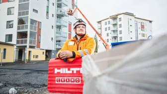 Rakennusliike Laptilla on kymmeniä työmaita ympäri Suomen. Cramon verkkokauppa auttaa vastaamaan yhtiön jatkuvasti muuttuvaan kalustotarpeeseen.