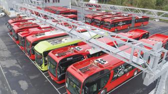Elbusser fra Nobina, Norgesbuss og Unibuss på Nordens største ladeanlegg for elbuss i Strømsveien. Foto: Ruter As / Redink, Daniel Ashby