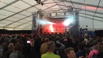 Ett smockfullt tält under Nemis på Sweden Rock Festival 2016