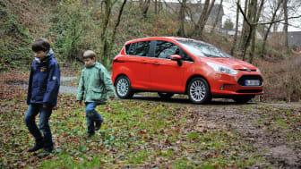 """Nya Ford B-MAX """"barnfamiljtestas"""" med lera, mjölk och läsk"""