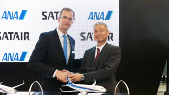 Satair CEO Bart Reijnen shakes hands with Toshiaki Kobori, Deputy SVP Engineering and Maintenance Centre, ANA
