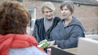 Karin Salling,  Salling Fondene og Karen-Inger Thorsen, FødevareBanken på tur til væresteder med overskudsmad.