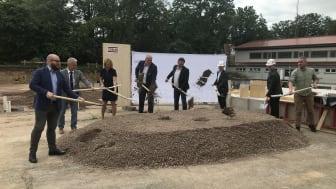 Mit dem Spatenstich sind die Bauarbeiten offiziell gestartet – und sollen innerhalb nur eines Jahres abgeschlossen sein. (Copyrigt: Ed. Züblin AG)