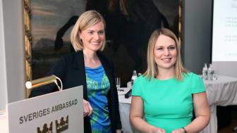 Anna Romberg ja Niina Ratsula ovat tutkineet yritysetiikan toteutumista Suomessa, Ruotsissa ja Norjassa. Kuva: Magnus Lindholm