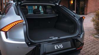 Rummelig kabine, stort bagagerum, en anhængervægt på op til 1.600 kg og stærke elbilpræstationer passer perfekt til den aktive familie.