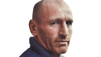 Rugby legend Gareth Thomas calls on runners to join the resolution