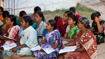 Blivande kvinnliga entreprenörer i i Indien får utbildning.
