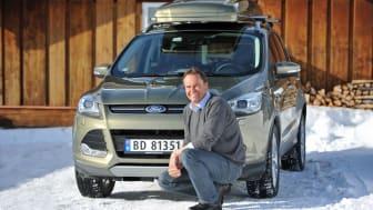 Steve Kimber, adm. dir. Ford Motor Norge foran nye Ford Kuga