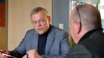 GeschGehG - Interview mit Hagen Albus, Rechtsanwalt und Geschäftsführer jurcons GmbH (l.)