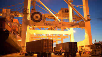 A Cavotec motorised cable reel powers an STS crane at the Port of Oakland