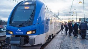 En vanlig arbetsdag reser 750 000 pendlare över en eller fler kommungränser i Stockholm-Mälarregionen för att komma till jobbet. Bild: Mälartåg. Foto: Johan Hjelm, Mälardalsrådet.