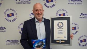 Dirk Van de Put, Chairman and CEO, Mondelēz International with the GUINNESS WORLD RECORDS Certificate