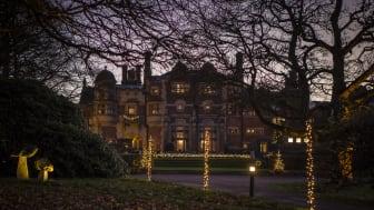 Det vackert upplysta slottet lockade många besökare under julmarknaden.