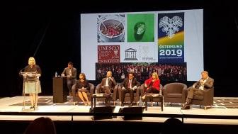 Mona Modin Tjulin vid Unescos årskonferens i Enghien-les-bains, Frankrike