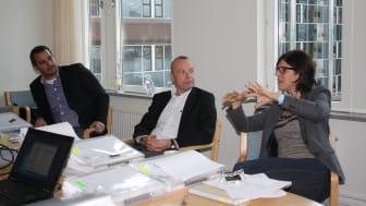 Delar av juryn under ett av sina många givande möten.