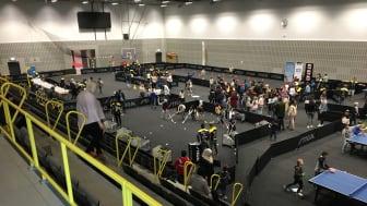 Eleverna på Grillska Gymnasiet arrangera kringaktiviteter under SM i bordtennis