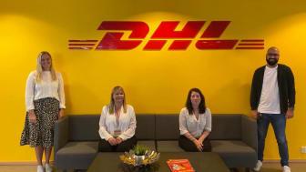 Med god avstand mottok fr.v. Margrethe Bårdsen, Nina Bjørlo, Camilla Simonsen og Junaid Riaz fra DHL Express' kundeservice den gjeve utmerkelsen i dagens digitale kåring.