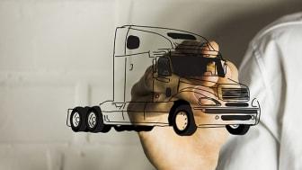 De unge har fået øje på lastbilen!