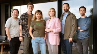 Billedtekst: Fra venstre: Anders W. Berthelsen, Joachim Fjelstrup, Roberta Reichhardt, Sofie Torp, Martin Høgsted og Esben Smed. Kreditering: Martin Dam Kristensen
