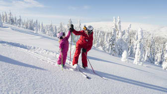 Snö, barn och skidlärare